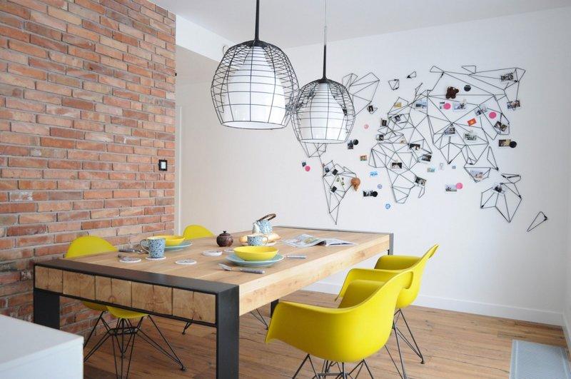 Декор белой стены в кухне