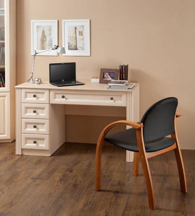 Стол с ящиками для домашнего кабинета