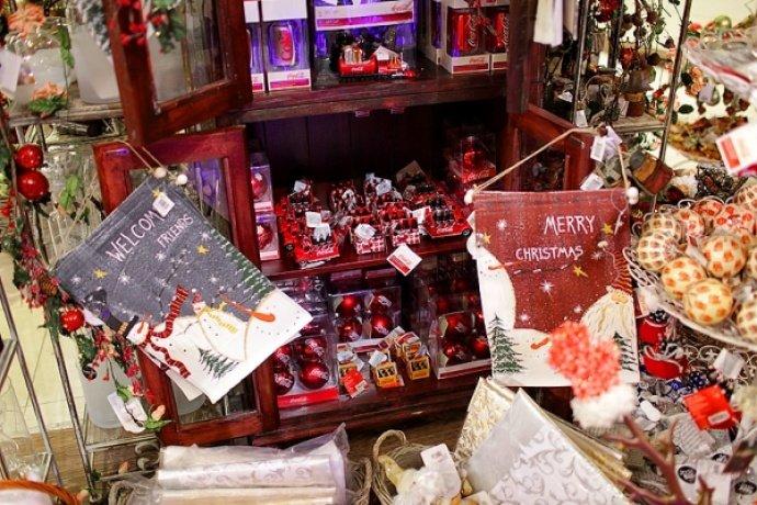 Оригинальные игрушки на новогодней ярмарке