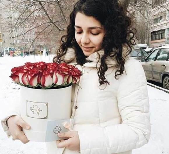 Доставка цветов по низким ценам в Барнауле. Спецпредложение по выбору цветов от сети магазинов Fleur. В наличии имеются цветы, букеты, розы и композиции. Доставка за 2 часа!