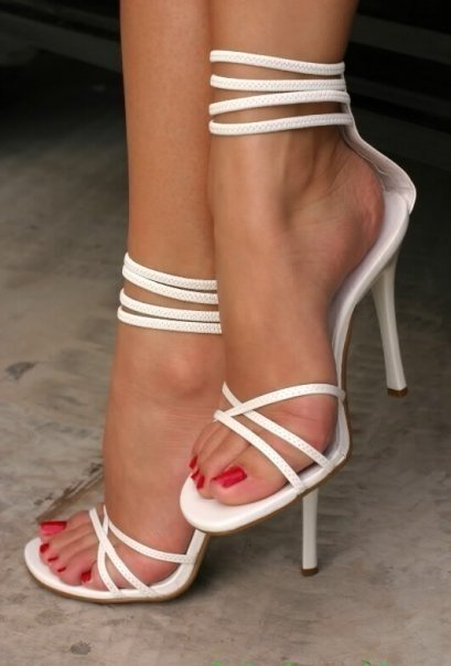 Худые ножки в босоножках целовать фото видео 40562 фотография