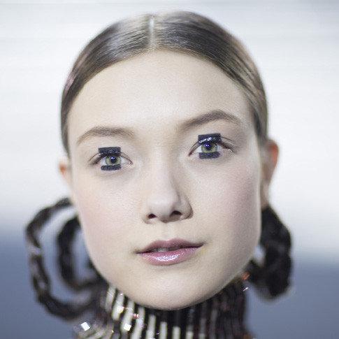Как ты уже знаешь, на днях в Токио состоялся показ Pre-Fall-коллекции французского Дома Dior, для которого визажисты бренда создали удивительные бьюти-образа в стиле кукольных японок.