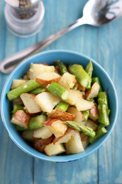 Салат с запеченным картофелем и спаржей