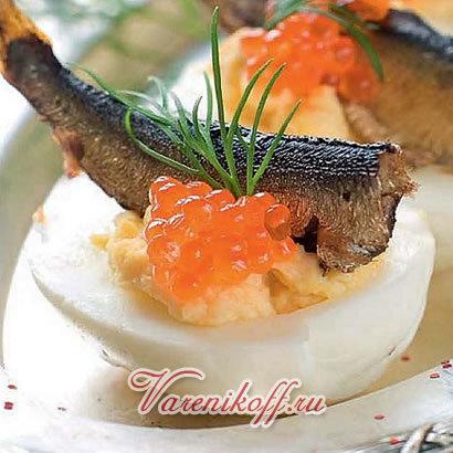 Закуска из яиц со шпротами - порадует Вас новым вкусом, в котором сочетается рыба, икра, специи и яица. Эта закуска подойдет к любому застолью. Закуска из яиц со шпротами - порадует Вас