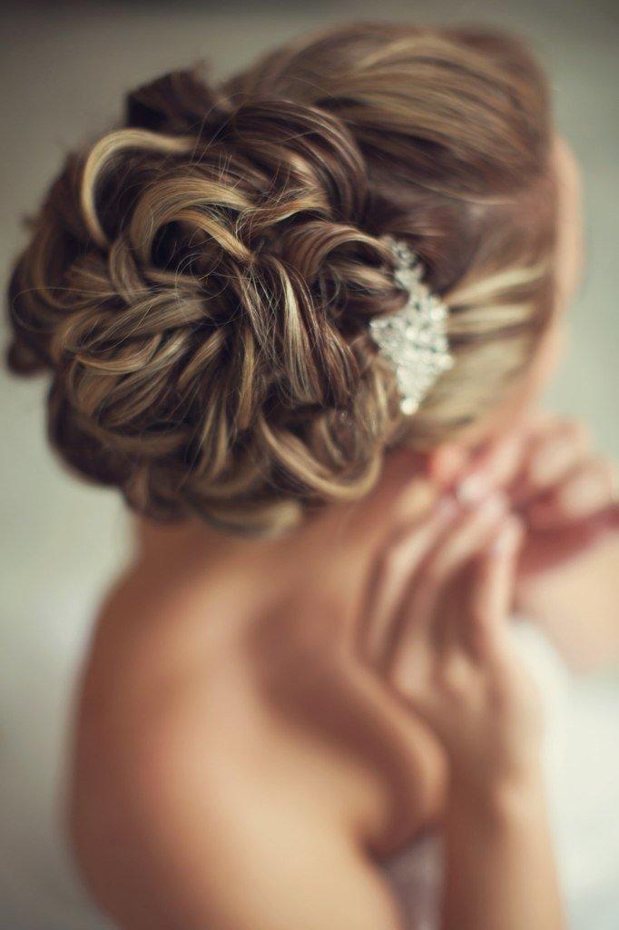 Разнообразие украшений для свадебной причёски очень большое.