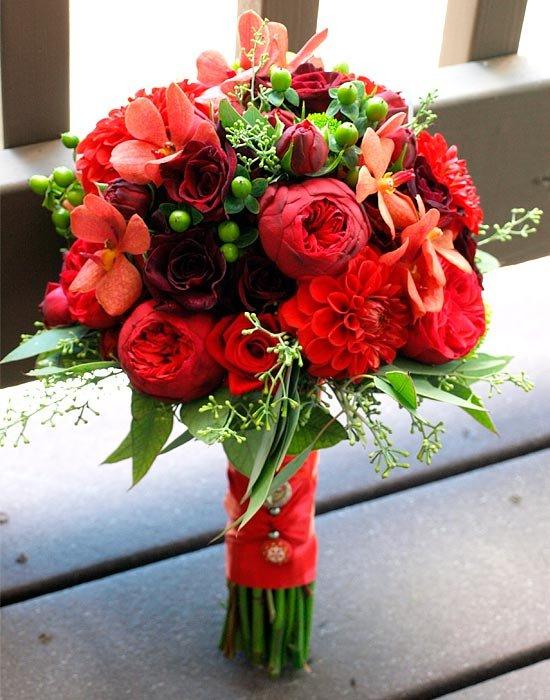 Свадебные букеты с красными цветами фото