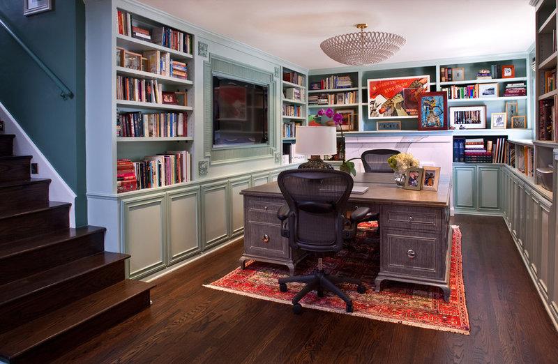 Домашний офис дополняет настольная лампа