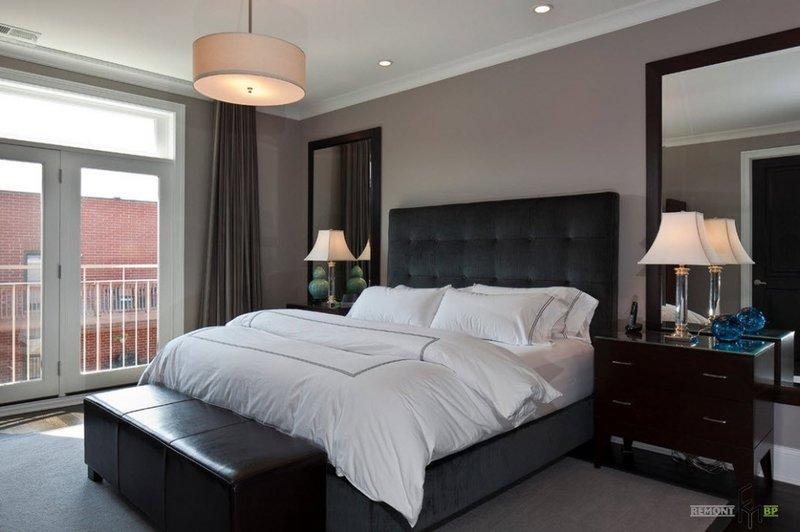 Стильный интерьер спальной с прикроватными тумбами.