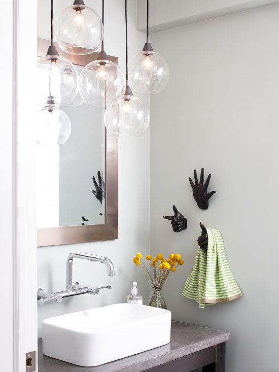 Казалось бы, что сложного в том, чтобы установить освещение в ванной комнате? Но не всё так просто! Освещение может быть разным. Если свет подобран и установлен правильно, то каждый поход в душ будет неизменно вызывать хорошее настроение. А вот слишком много яркого будет выглядеть неприятно и раздражающе. Но в то же время, если сделать свет очень тусклым, вам будет трудно понять где, что лежит, и это будет не совсем удобно с практической точки зрения.