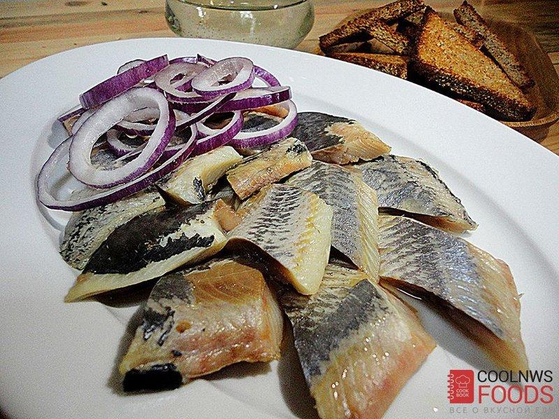 Соленая сельдь - традиционная русская рыбная закуска, как приготовить сельдь домашнего посола.