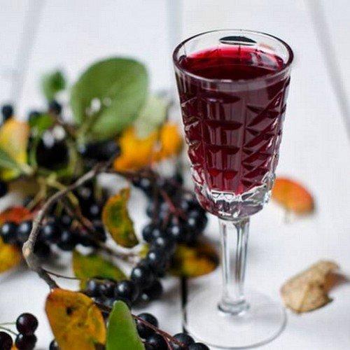 Как приготовить вино из черноплодной рябины