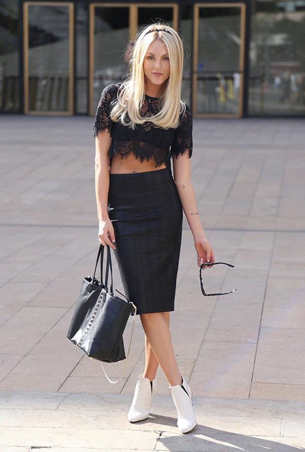 черная блузка и черная юбка фото