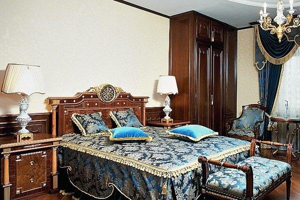 Синий текстиль для спальни в викторианском стиле