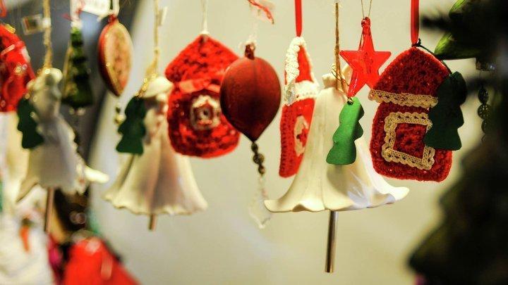 Гирлянды на новогодней ярмарке