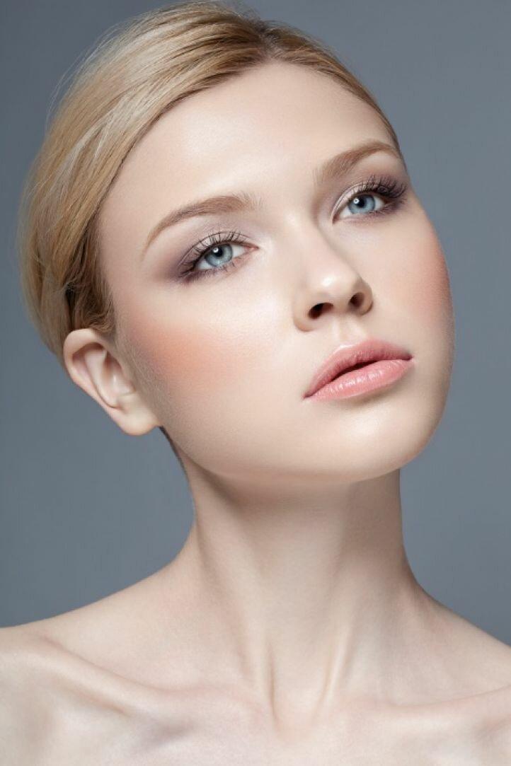 Естественный макияж - использование румян в макияже на 1 сентября