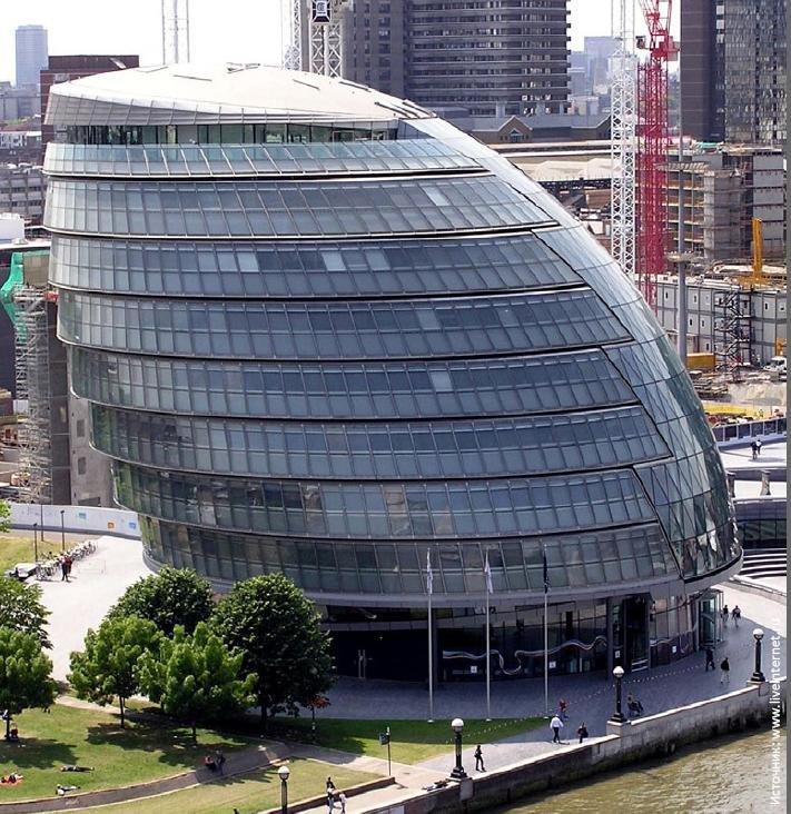 City Hall можно назвать ярким примером обоснованного выбора архитектурной формы и ориентации здания с учётом направленного воздействия солнечной радиации
