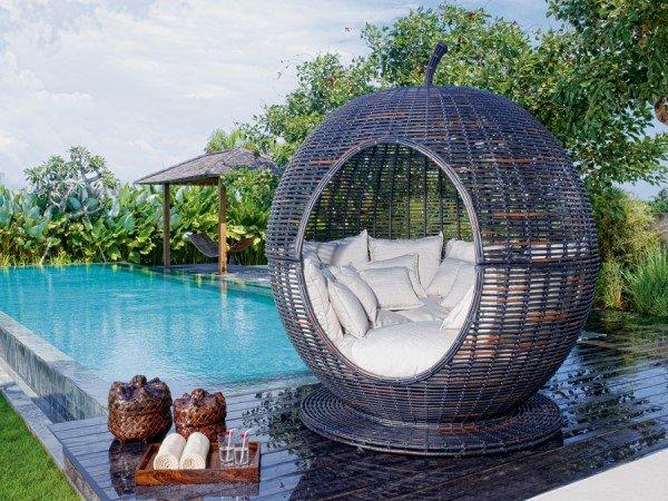 Оригинальная мебель из ротанга.