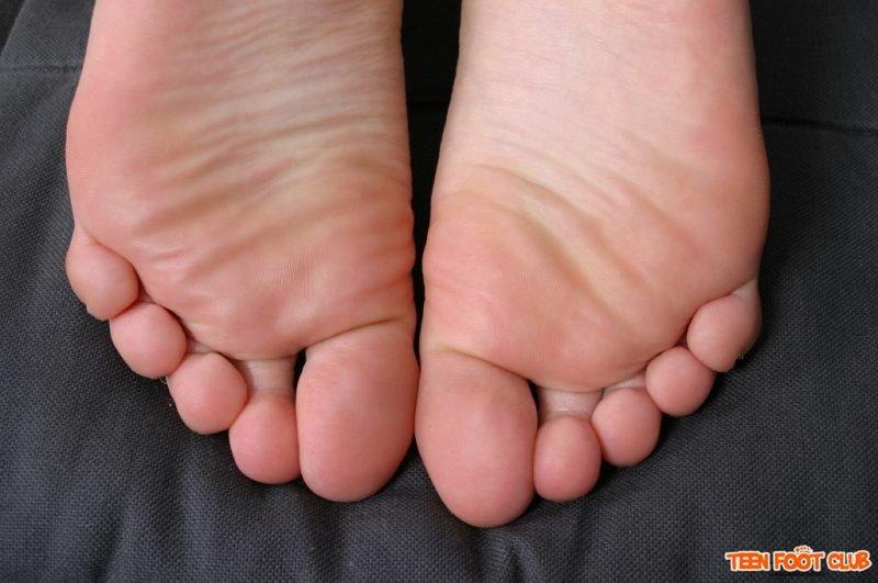 фото женских ступней с идеальными пальчиками