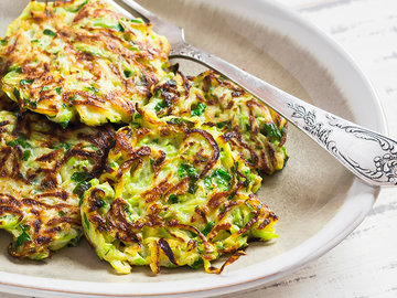 Простые и вкусные овощные оладьи — в Яндекс.Коллекциях. Смотрите фотографии с рецептами приготовления оладий из кабачков, картофеля, капусты и тыквы