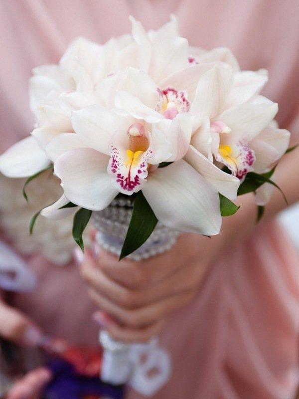 Букет невесты из орхидеи летом фото