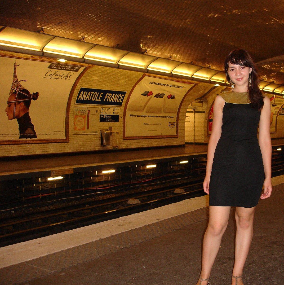 Красивое фото девушек в метро, большие сиськи теток домашнее фото