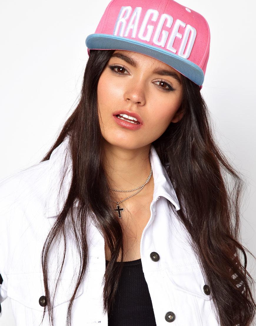 Картинки красивых девушек с кепкой