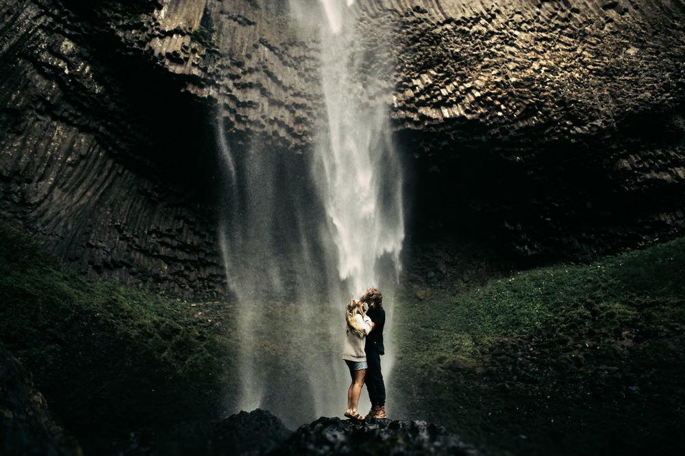 тэгу пары у водопада фотографии осенний букет