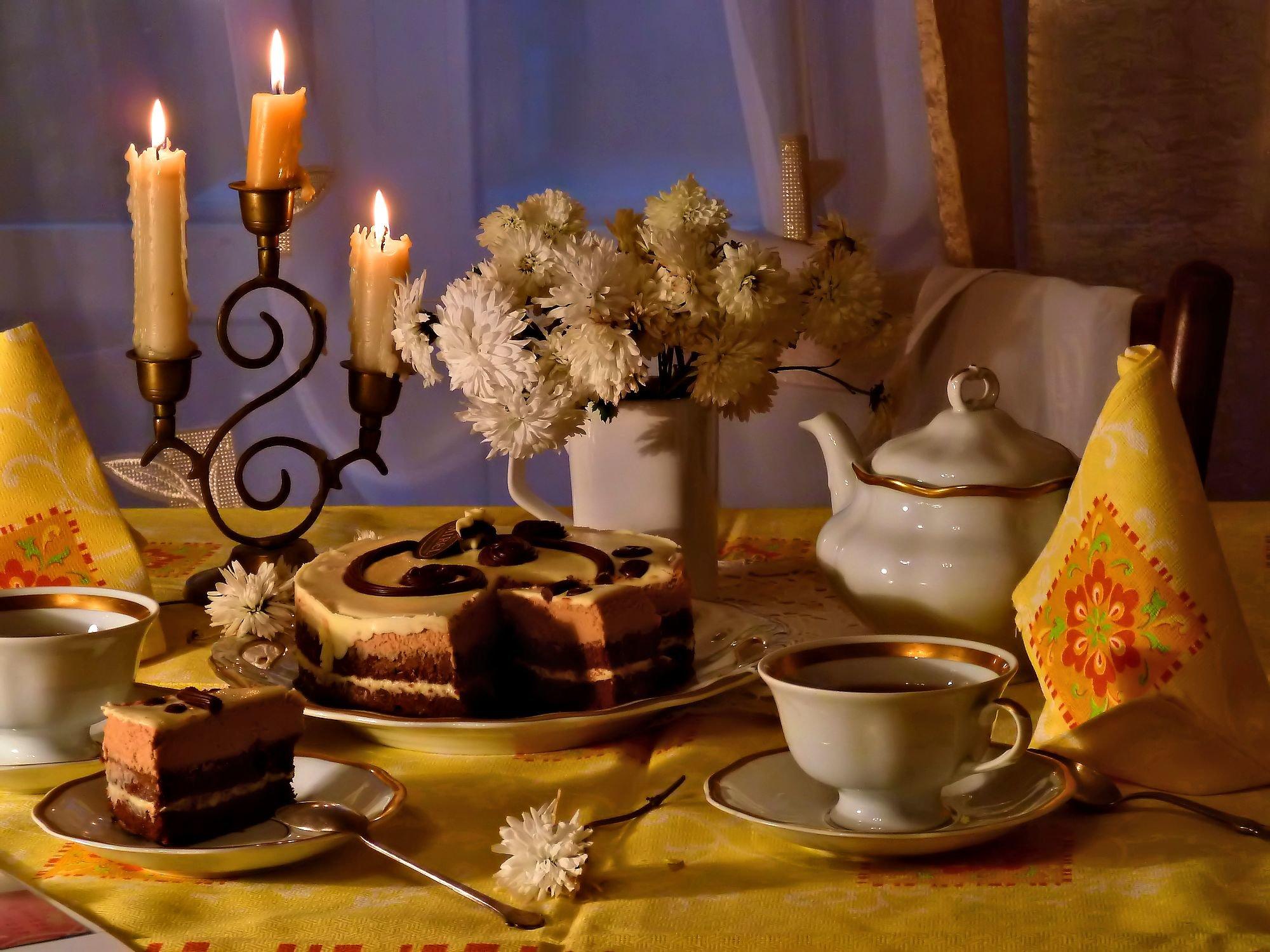черный чай с ароматом осенним...Смотрите в большом размере - https://avatars.mds.yandex.net/get-pdb/750514/4178aac5-cbb4-4f66-a377-6701ad712c33/s1200...одинокая ночь за окном...шелест листьев слетает с деревьев...мы остались с тобою вдвоемпри свечах, в старом доме, как прежде...круглый стол и красивый сервиз,и чудесный букет хризантемы...может быть, это просто каприз –черный чай с ароматом осенним...пусть летит, улетает листваза окном, где ночная прохлада...будем пить вкусный чай до утра,быть с тобою вдвоем очень рада...Светлана Магницкая.https://yandex.ru/collections/user/lyudamihailova/konkurs/#lyudamihailova #чаепитие #конкурс #торт #вкусно #свечи #вечер #букетик