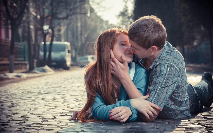 злопцем картинки поцілунків і між дівчиною