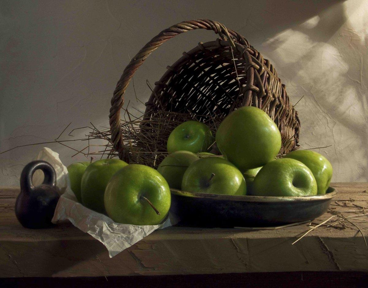 Натюрморт с яблоками фото реки считаются