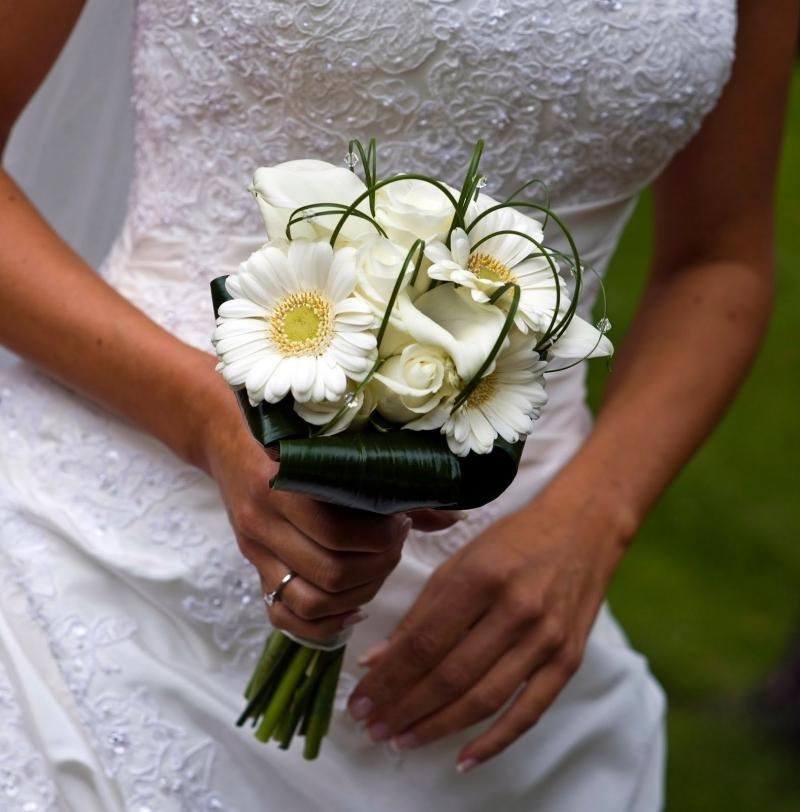 Красивый простой свадебный букет фото, цветов