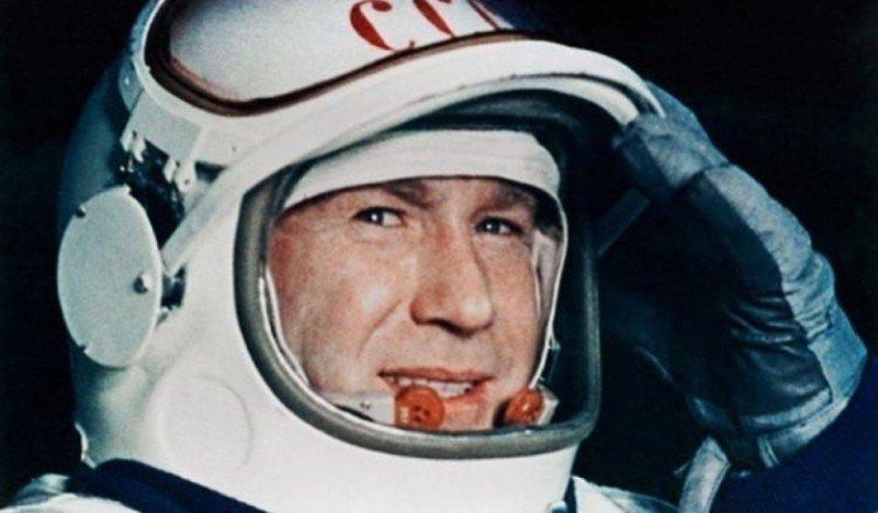 18 марта 1965 г. Первый в истории выход человека в открытый космос