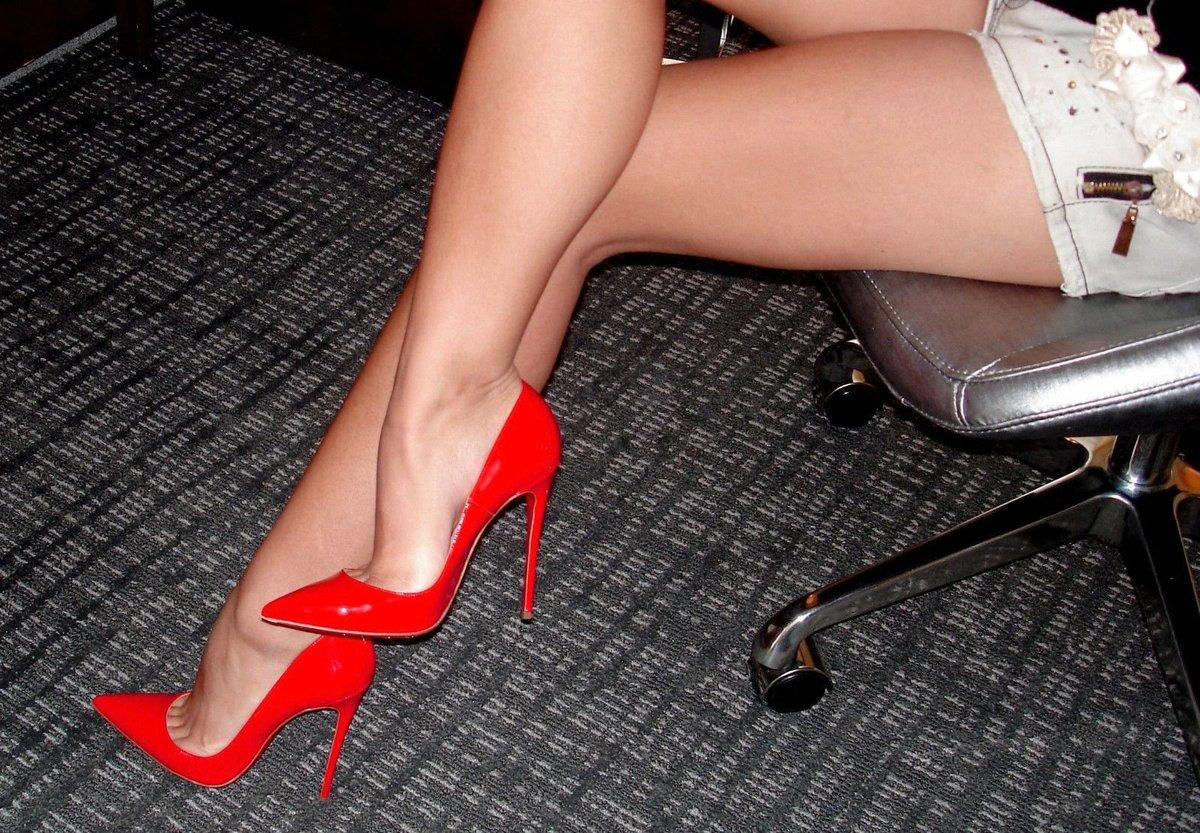 Фото женских ног в туфлях это