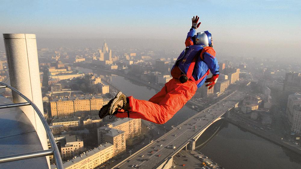 Прыжки с небоскребов, русскую студентку уломали на секс