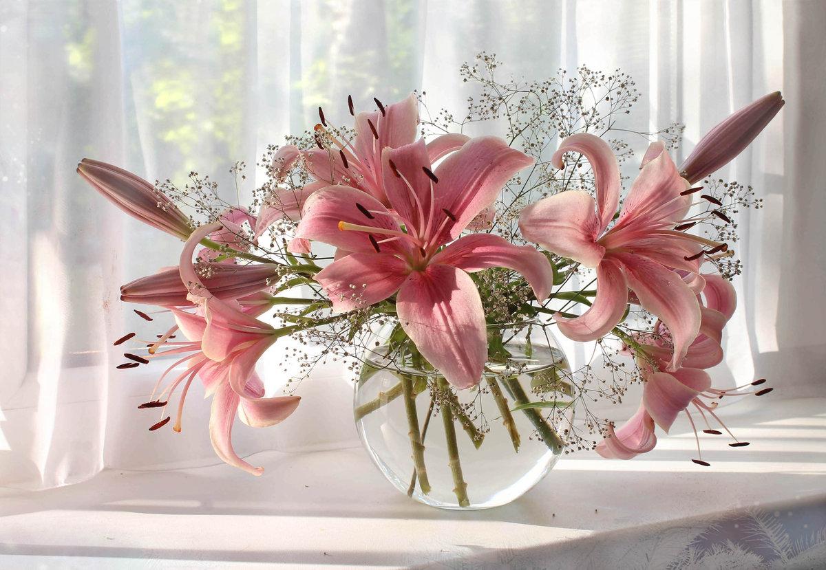 Открытки в день рождения цветок лилиями