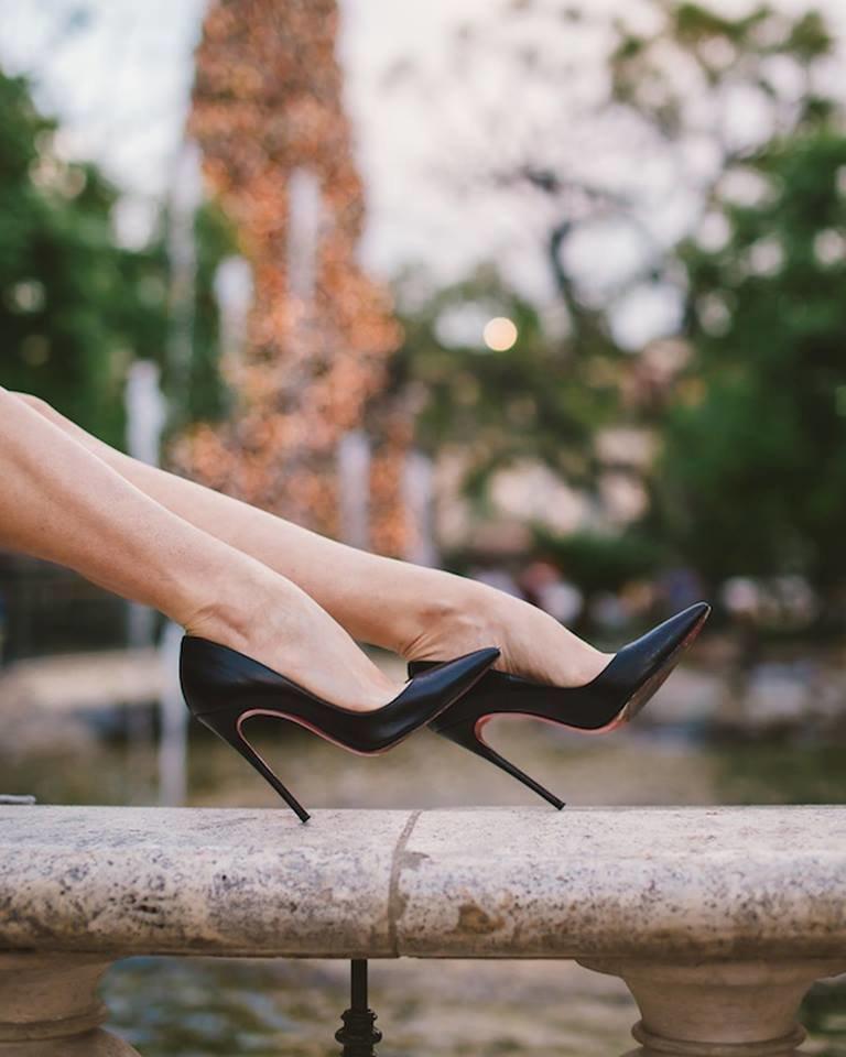 Фото красивой девушке на высоченных каблуках