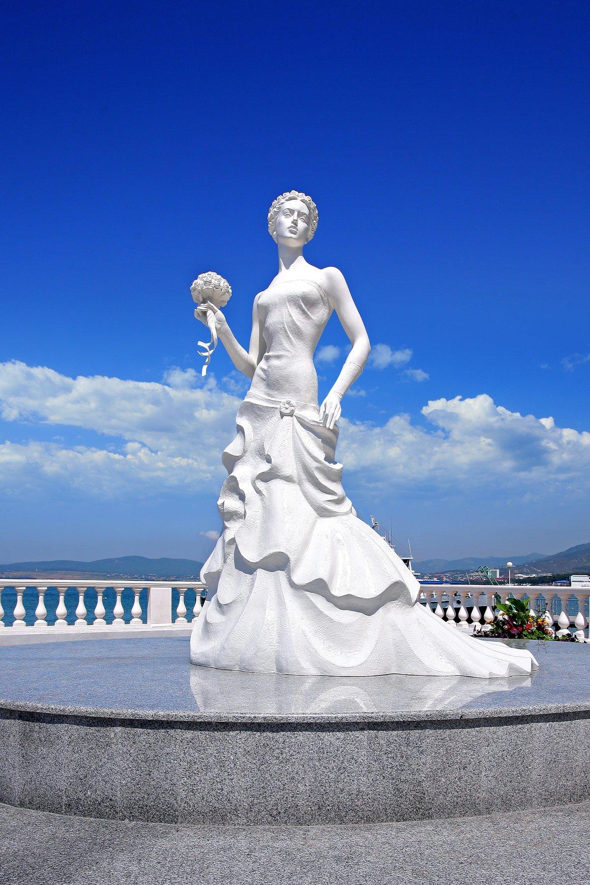 фото памятника белая невесточка со всех сторон