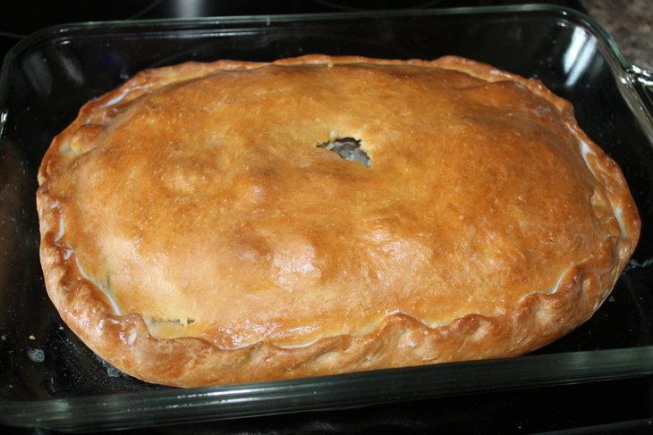 Как испечь пирог с мясом и картошкой в духовке.