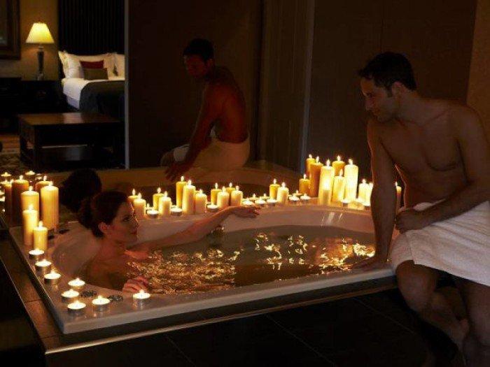Секс в ванной со свечами, на высоких шпильках порно