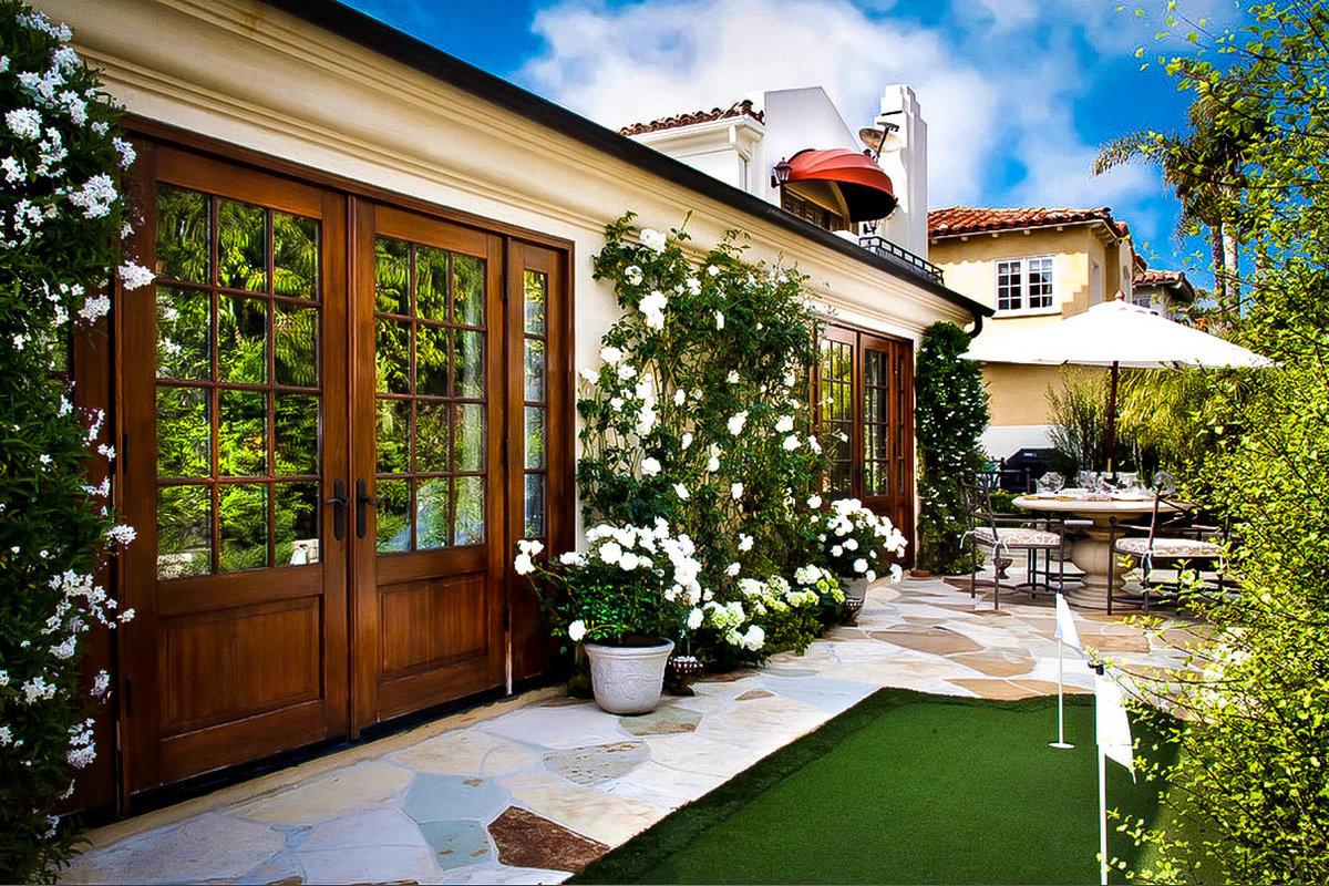 поможем картинки двора в частном доме решили