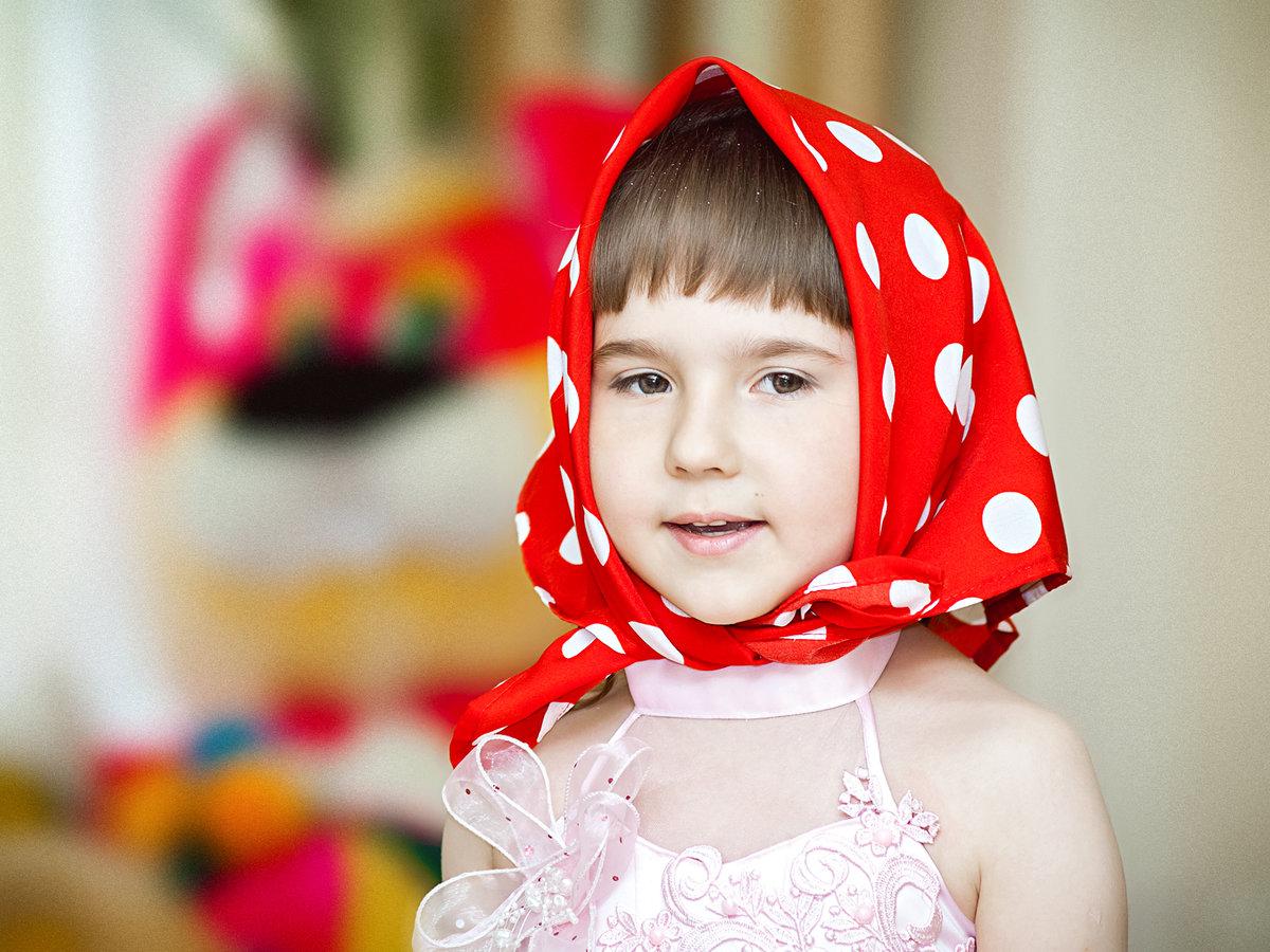 Картинка мальчик на голове у девочки