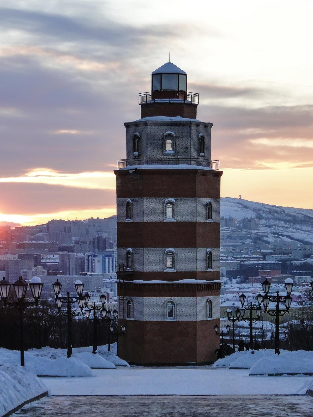 Фото маяк на скале это