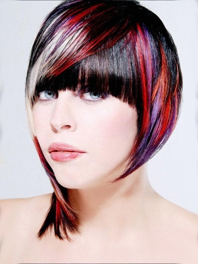 эффективна цветные пряди в волосах коротких фото тщательно