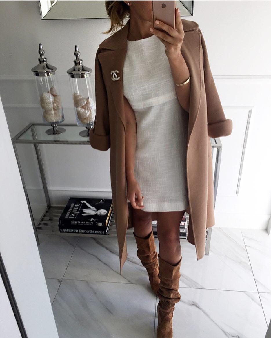 Данный фасон пальто открывает кисть руки приблизительно до лучевой кости