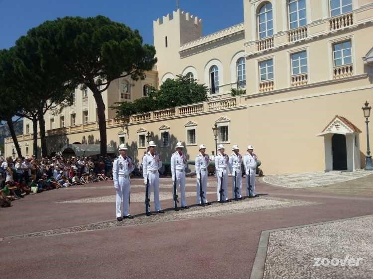 этот фото туристов в монако вам также