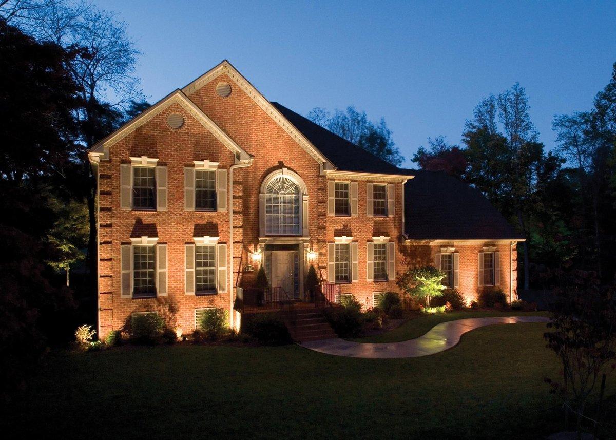 освещение фасада загородного дома