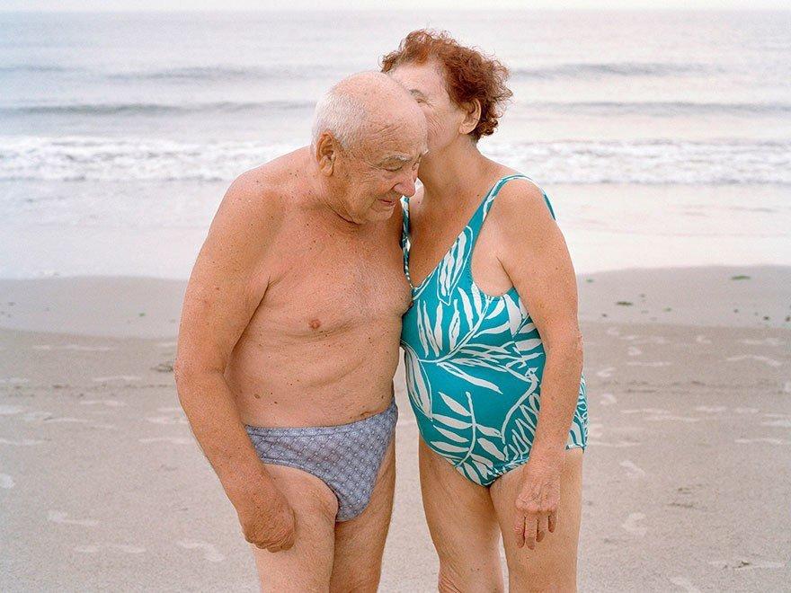 пожилые на закрытом пляже нее цель