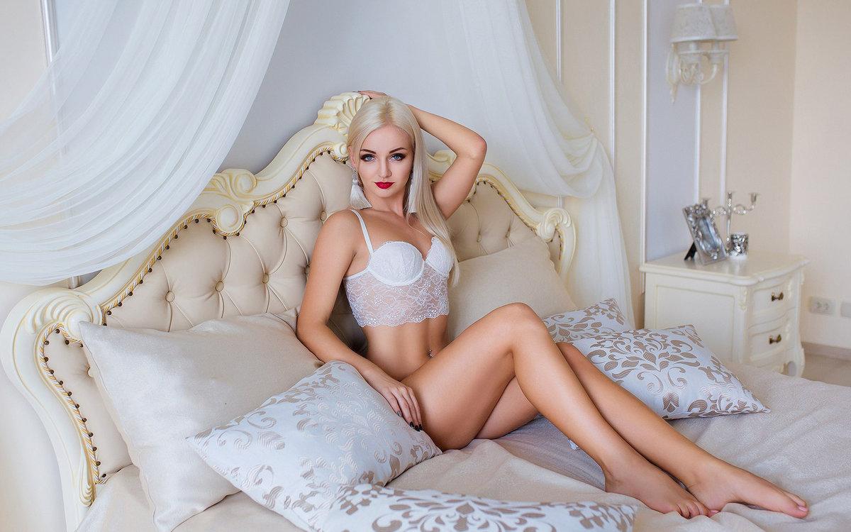 подошел стройная блондинка на кровати конечном итоге