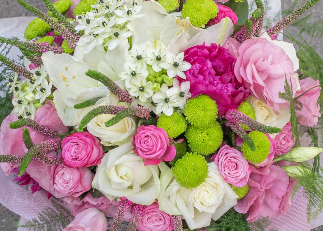 букеты цветов из разных цветов фото там старшим братом