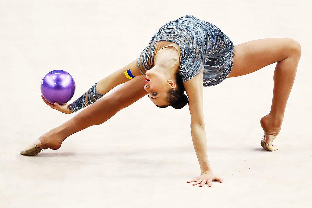 фото гимнасток с мячом студийные роскошный замок